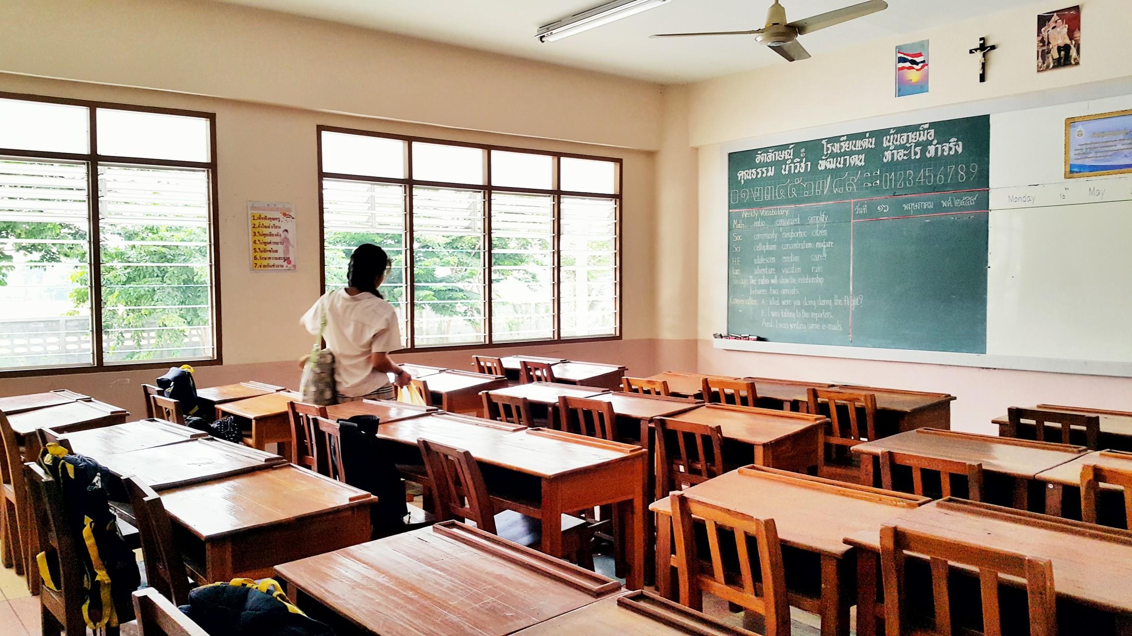 classroom-begin-student-in-classroom